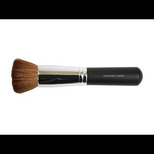 BareMinerals HEAVENLY FACE BRUSH NWT